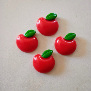 cabochon en résine pomme rouge et feuille x4