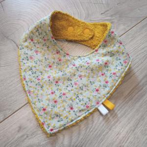lelemescreas.com bavoir anti bavouille bave dent bébé coton imprimé fleurs fond gris éponge jaune moutarde Lélé mes Créas